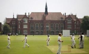 bedford-school-igra-na-sportivnoy-ploschadke